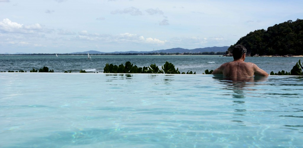 Infinity Pool and Yachts in the Bay
